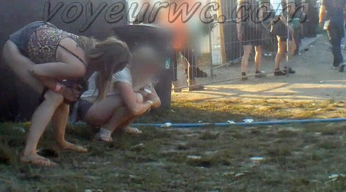 Rock Festival Piss 2015_137 (urgent piss at rock festival voyeur)