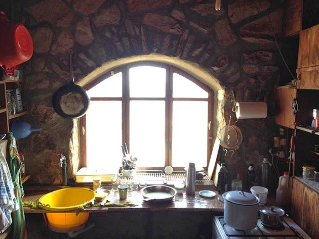 Η μικρή κουζίνα του σπιτιού τους.