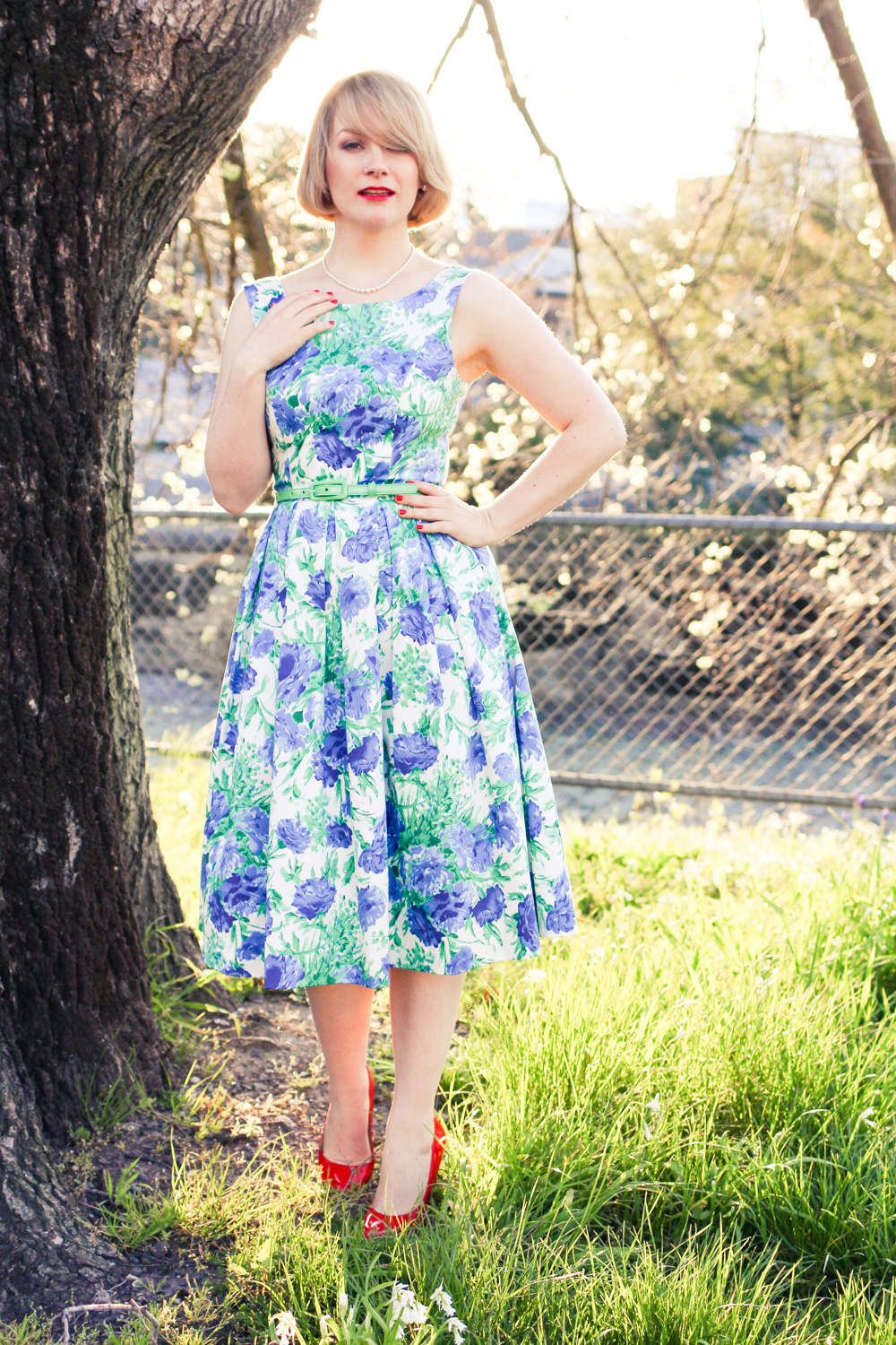 @findingfemme wears blue and green floral dress.