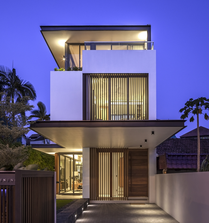 Front facade of Modern House by Wallflower Architecture + Design