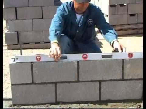 Alba iler a en casa colocacion nivelacion y montaje de for Construir muro de bloques