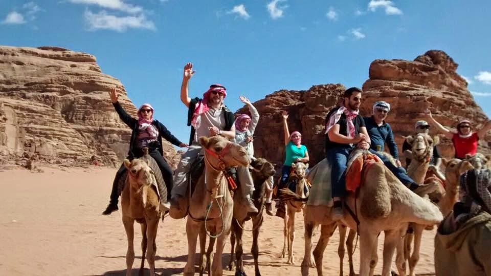 Atravesando en Wadi Rum, Jordania