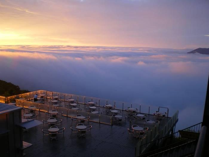 http://4.bp.blogspot.com/-doPaDa_5diY/UaSfafeAouI/AAAAAAABJaU/00c2OGLLwPo/s1600/Terrace-Unkai-Cloud-Resort-008.jpg