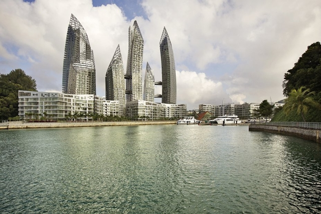 Reflections at Keppel Bay by Studio Daniel Libeskind from the lake