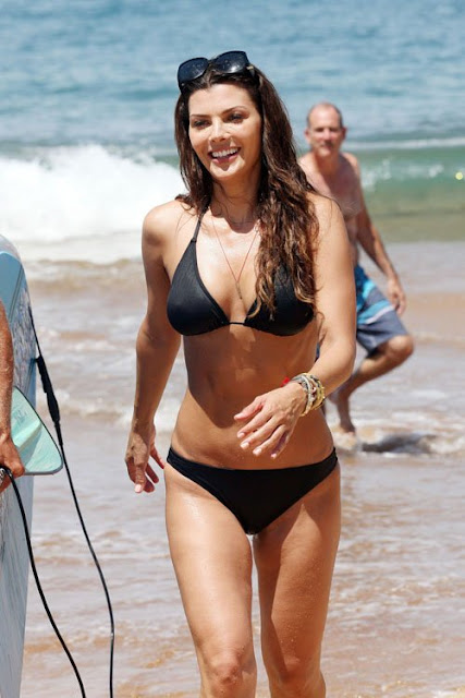 Ali-Landry-Shows-Off-Her-Bikini-Body-In-Hawaii-3