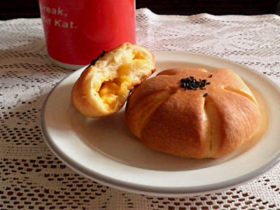 Eggless Custard Buns Recipe @ http://treatntrick.blogspot.com