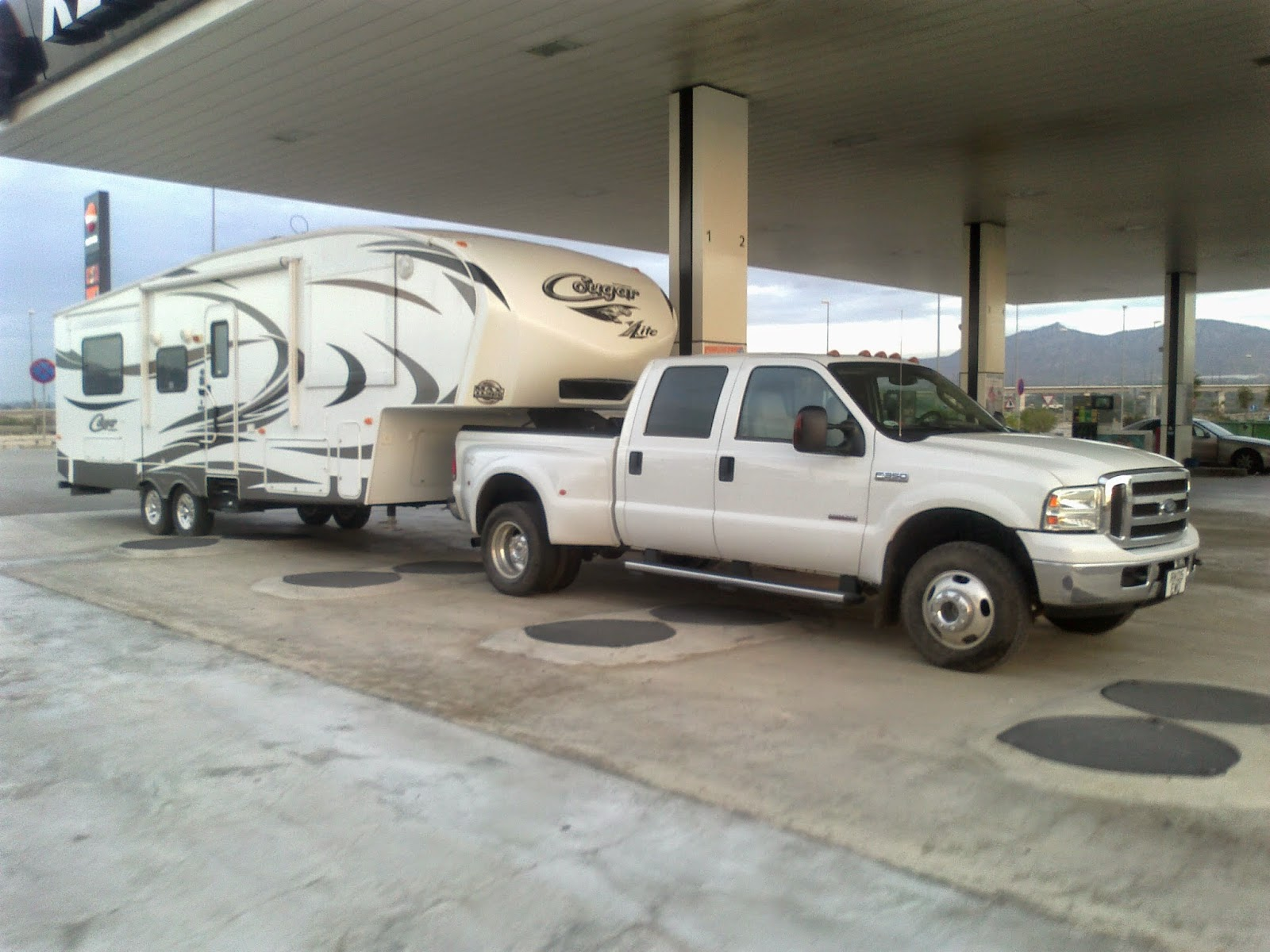 5th wheel transport and delivery, UK, France, Spain, Portugal