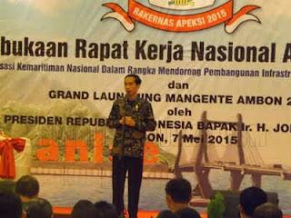 Presiden Joko Widodo mengatakan Kota Ambon, Maluku, harus bisa menampilkan ciri khas, identitas dan karakter kota.