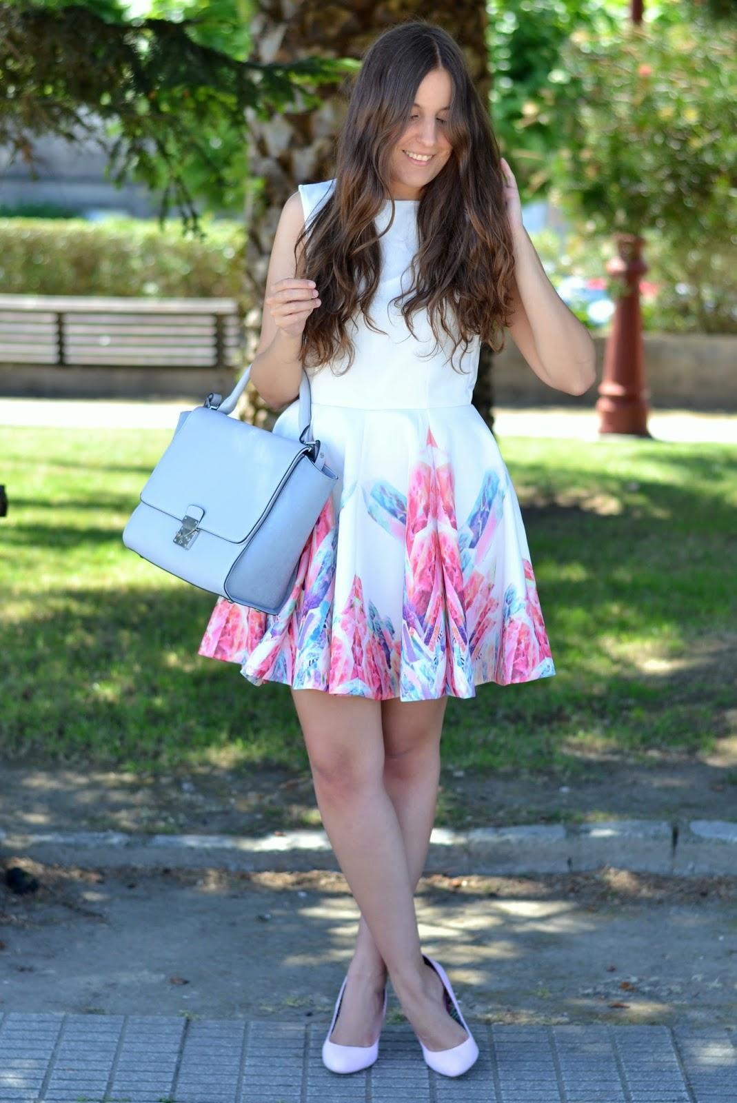 looks paste pink heels