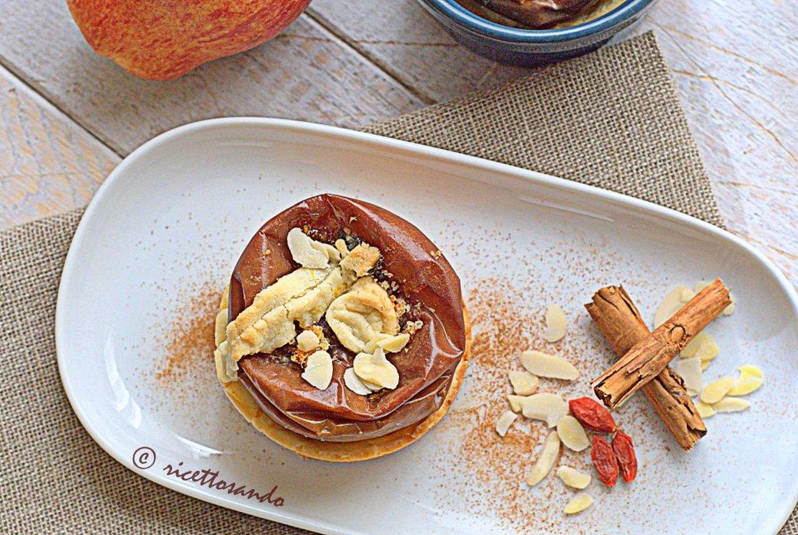 Mele cotte nel biscotto ricetta dolce con frutta e pasta frolla