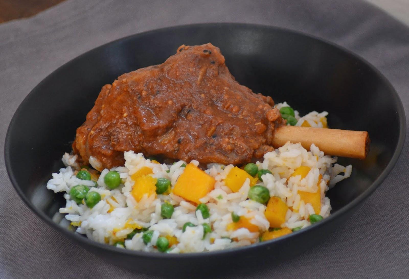 Lamsbout uit de oven met kruidige, Indiase saus