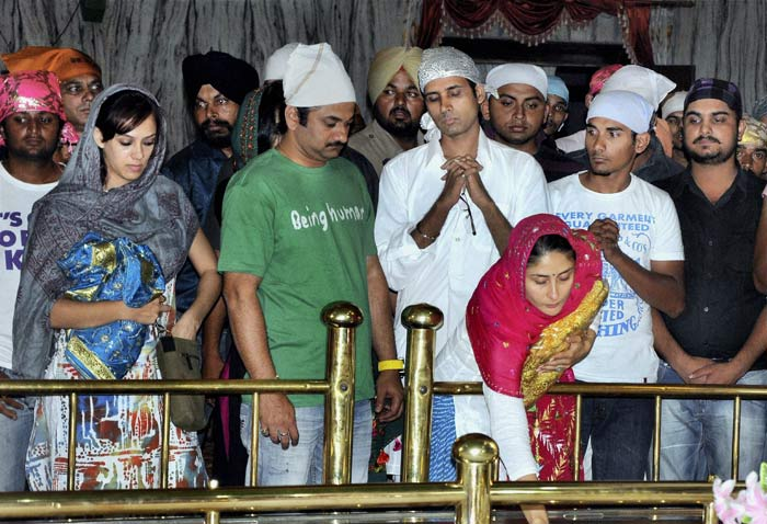 Kareena Kapoor at Dukh Nivaran Gurudwara Saahib at Patiala