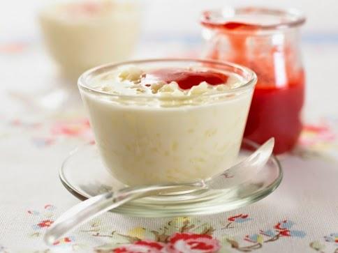 Arroz con leche y fruta para bajar de peso
