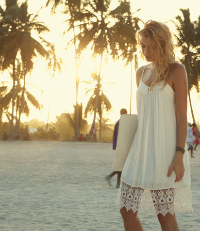 vila fashion white dress on the beach