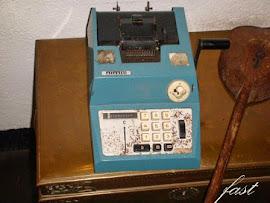 آلة حاسبة قديمة