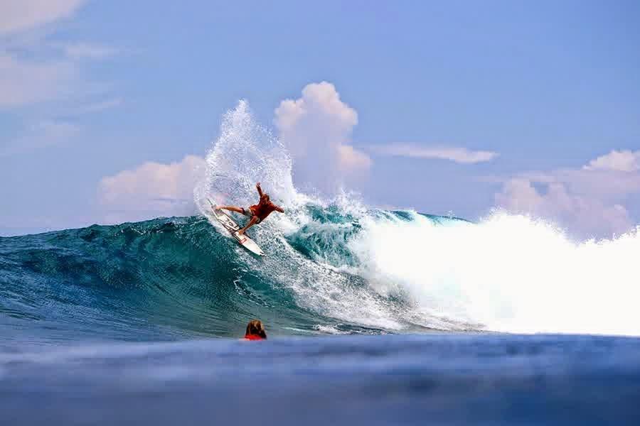 5 Spot Surfing Terbaik Di Indonesia