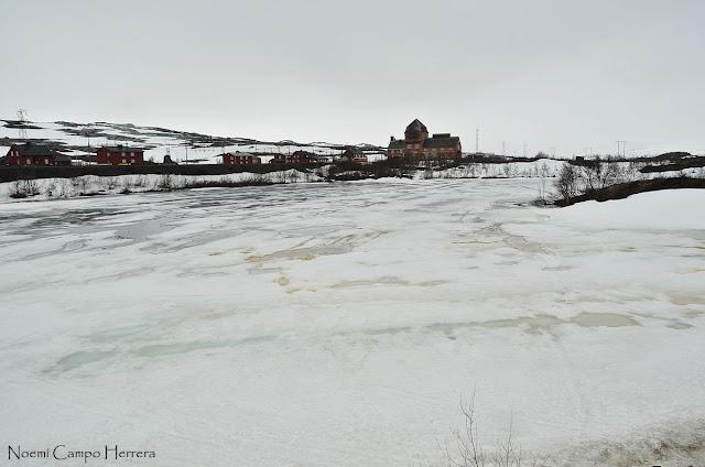 Lago helado norte Suecia