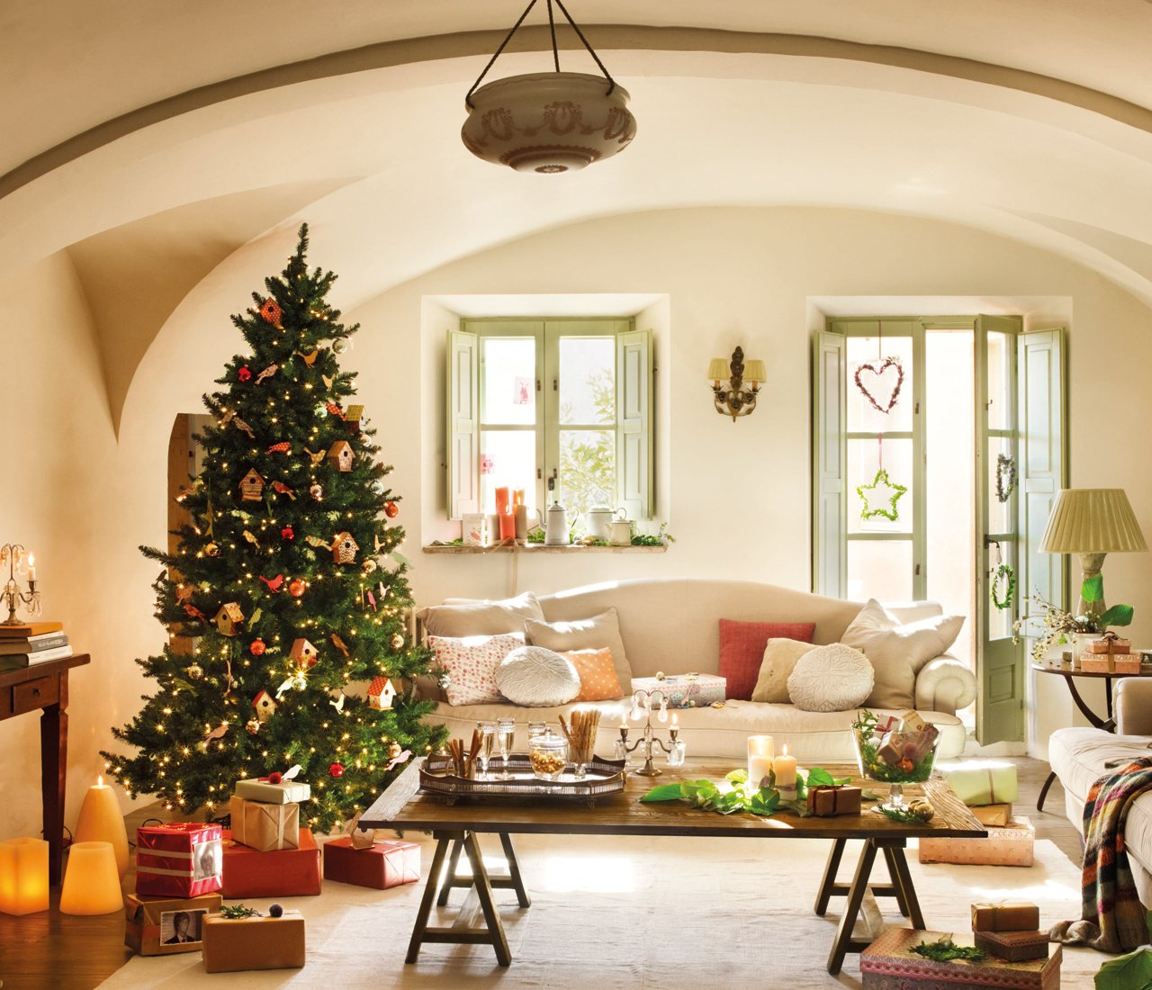 7 Ways to Save Money When You Decorate For Christmas | ArticleCube