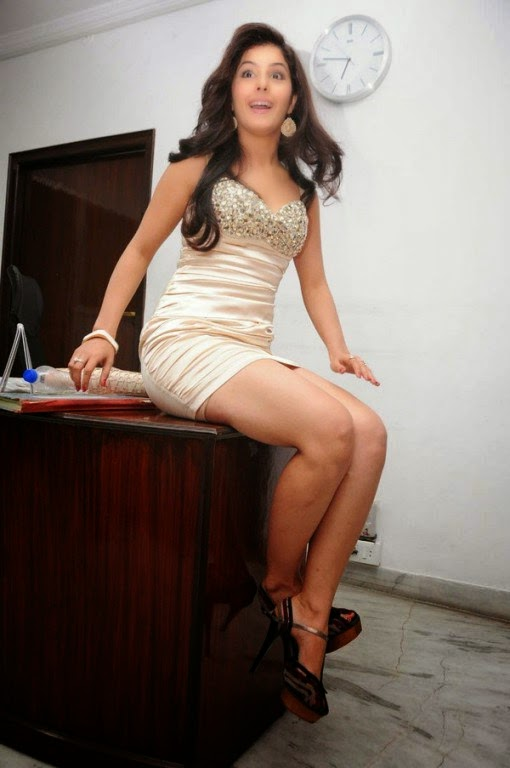 Isha talwar hot stills