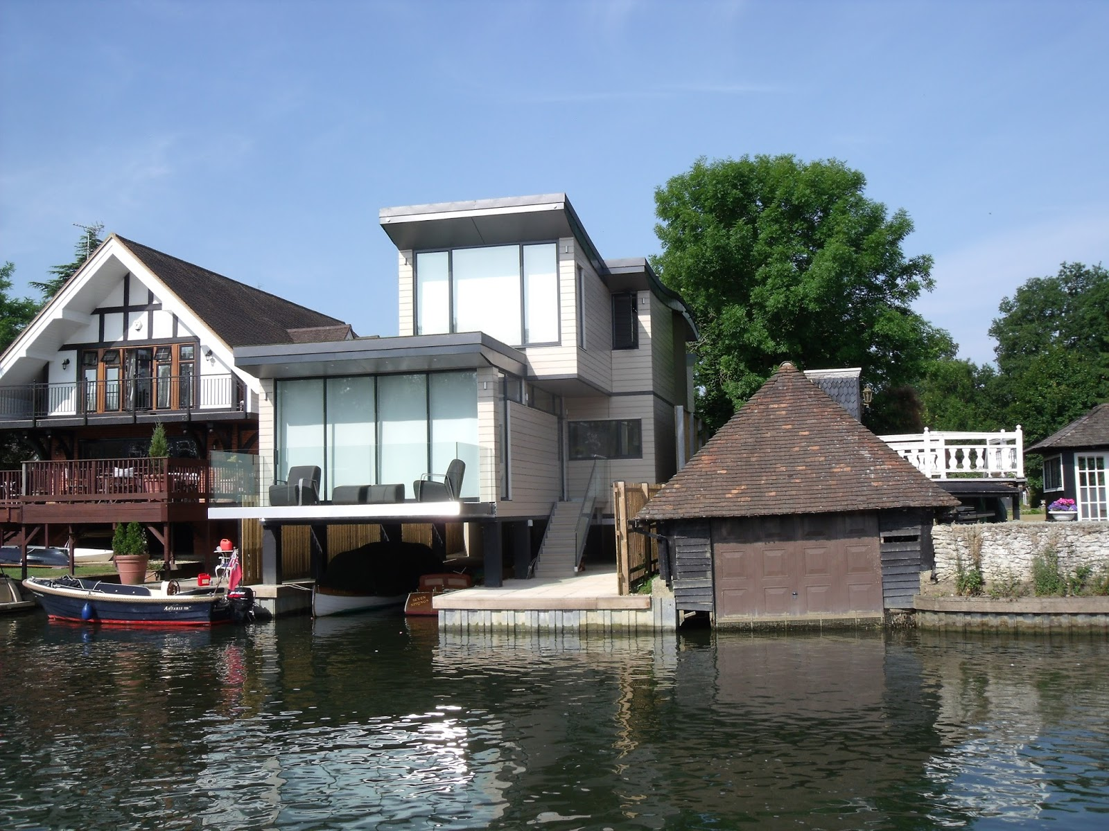 House design near river - Grand Designs House On The Thames