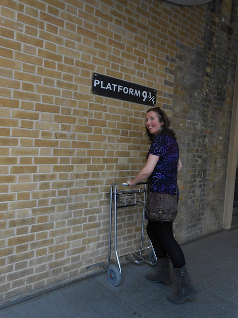 HARRY POTTER Platform 9 and 3/4 Kings Cross Station London