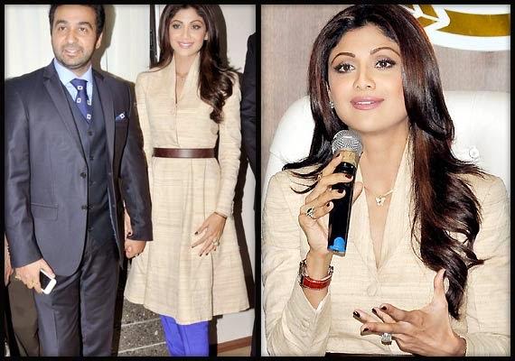 Shilp Shetty  Launch Gold Jewellery Showroom in Mumbai With her husband Raj Kundra