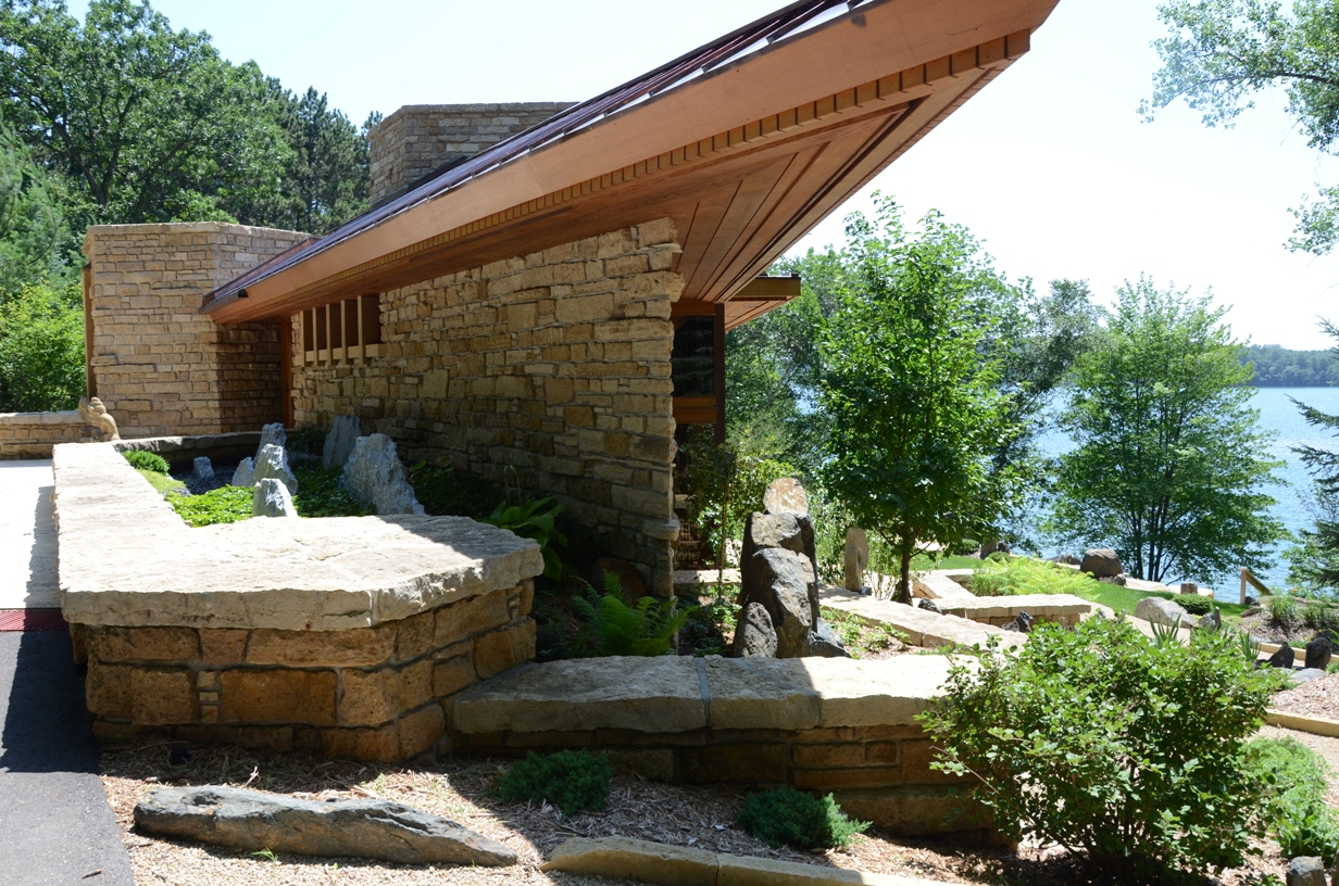 Beautiful abodes the works of frank lloyd wright Home and gardens