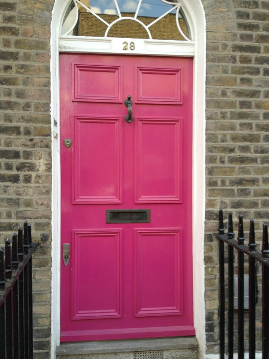 ... doses of brightness throughout a rainy day in London. Who wouldnu0027t want to live in a house with a bright pink door or a door with the British flag! & urban flip flops: London Doors pezcame.com