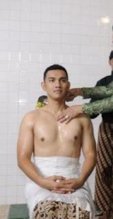 foto-achmad-Ubaidillah-shirtless.jpg