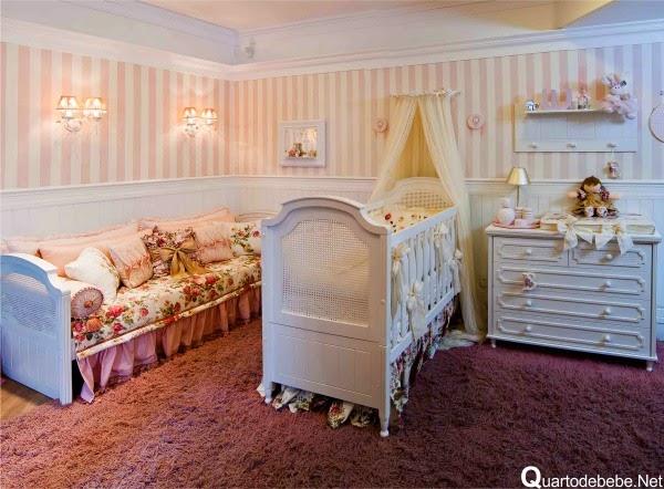 Mamãe Moleca Pintando o quarto do bebê