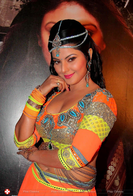 "Smriti Sinha Busy in shoot  of  ""Suhaag"" Bhojpuri film"