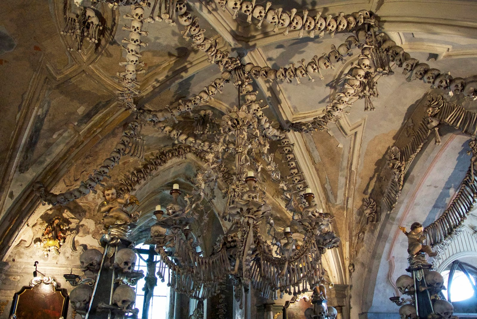 The bone church there is even a huge bone chandelier in the center of the church how many bones are in the church over 40000 aloadofball Image collections