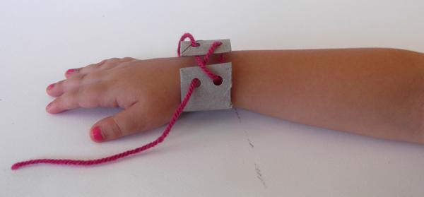 crafts for girls, girl crafts, bracelet, lewerly crafst, paper ctafts, paper jewels, cardboard crafts
