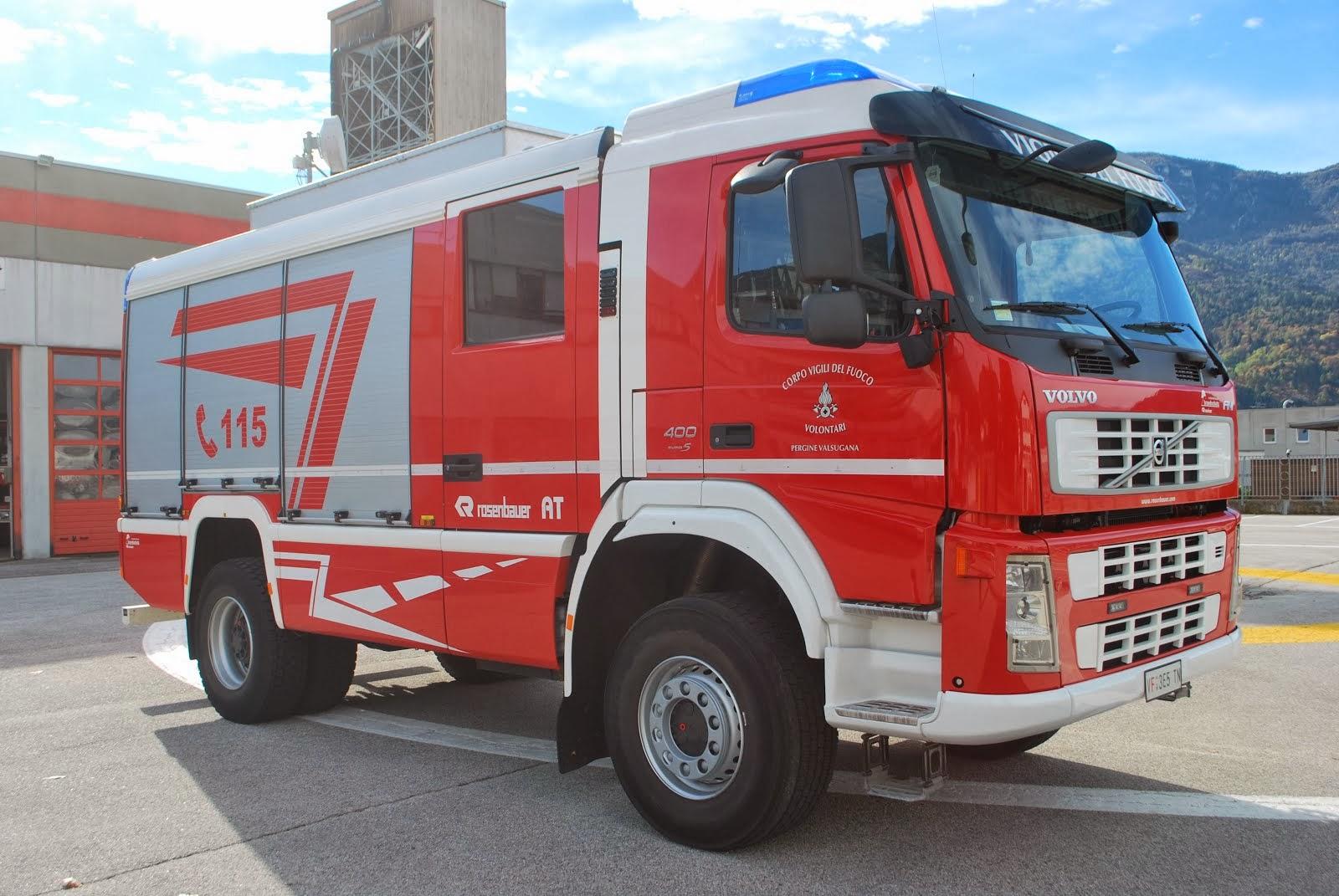 Camion Vigili Del Fuoco di Pergine Valsugana Volvo con allestimento autopompa Rosenbauer
