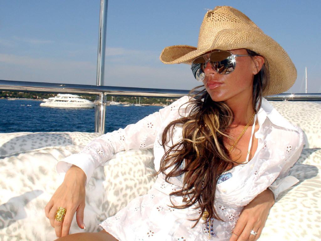 http://4.bp.blogspot.com/-dsfKZdlhSYU/TWBBMSy8Q8I/AAAAAAAABFM/rjj1oOP5Boc/s1600/Victoria-Beckham-08.jpg