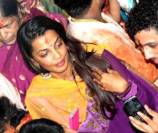 Amitabh, Rani & Mugdha visit Lalbaug Cha Raja