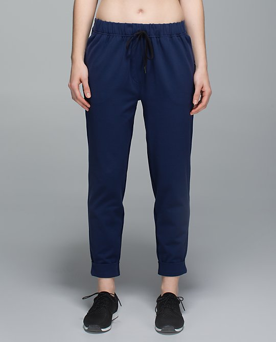 lululemon-jet-crop-deep-navy