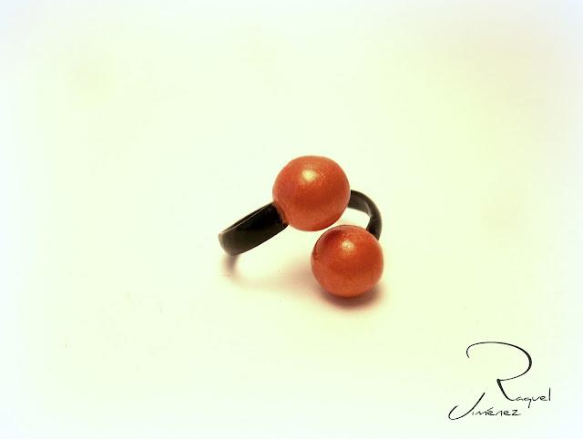 anillo coral y negro