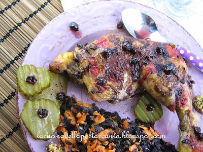 cosce di pollo allo zenzero e aneto con mirtilli semicanditi in sciroppo e carote nere