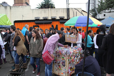 Performance Still, Flores para el Trueque, JVanderpool, Bogota, 2013