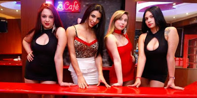 Cafe Con Piernas, Kedai Kopi dengan Pelayan Wanita Seksi