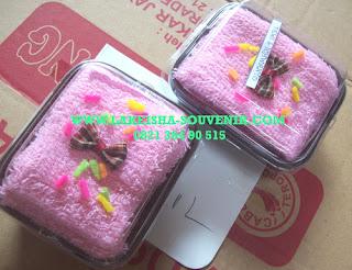 towel sponge cake