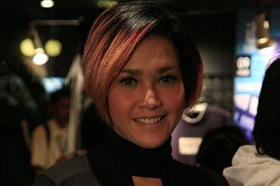 fashion tata rambut Maia Estianty