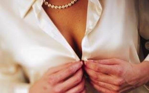 هل يؤثر حجم الثدي على الجماع !؟