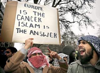 ΕΦΙΑΛΤΙΚΕΣ ΑΠΟΚΑΛΥΨΕΙΣ! 272 τζιχαντιστές βρίσκονται στην Ευρώπη έτοιμοι για τρομοκρατικά χτυπήματα
