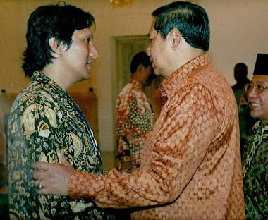 Presiden RI Dr. H. SBY dan Drs. Ikang Fawzi. MBA