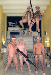 Fotos de soldados desnudos en el libro My Buddy