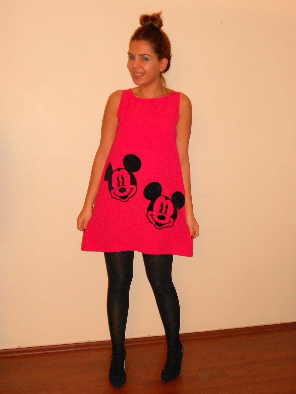 http://4.bp.blogspot.com/-duDbmwKnD24/Ts8_JqntuMI/AAAAAAAAJpc/WM7YataIpDU/s1600/mickey+dress.jpg