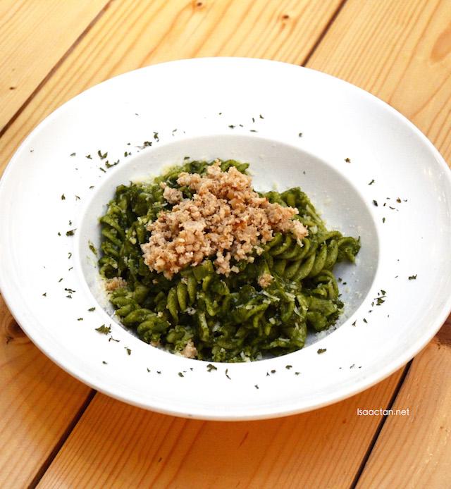 Garlicky Chicken Fusilli (Spinach sauce & fragrant chicken mince)
