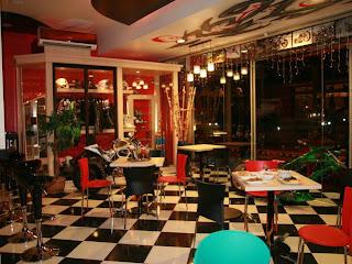 Rays Cafe & Resto, Kedai Kopi Konsep Bikers